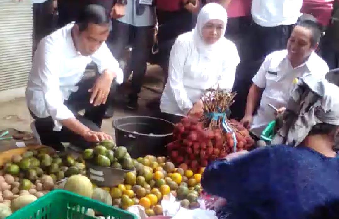 Jokowi Beli Kedondong dan Tomat di Pasar Tradisional Probolinggo