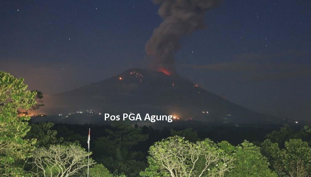 Gunung Agung Semburkan Abu Vulkanik Mencapai Tiga Kilometer