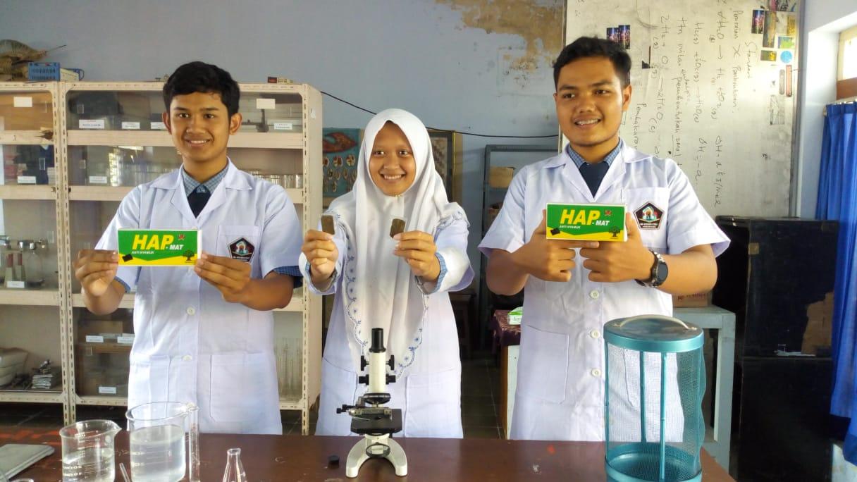 Siswa SMA Di Ponorogo Ciptakan Obat Nyamuk dari Daun
