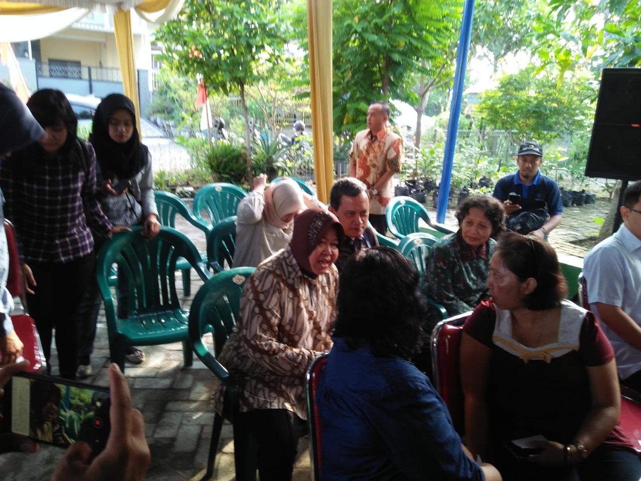Risma Antre Mencoblos di TPS 001 Wiyung, Surabaya