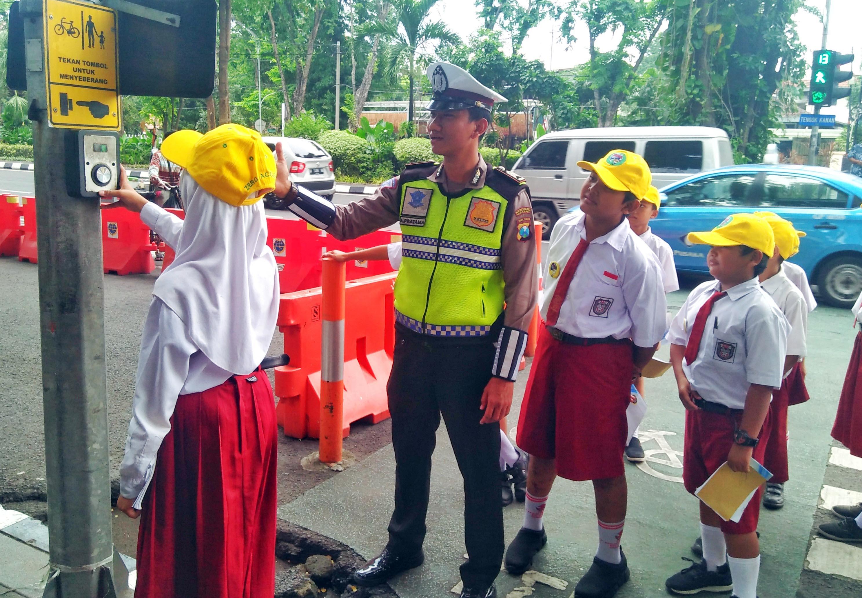 Asiknya Keliling Kota Surabaya Sambil Belajar Tertib Lalu Lintas