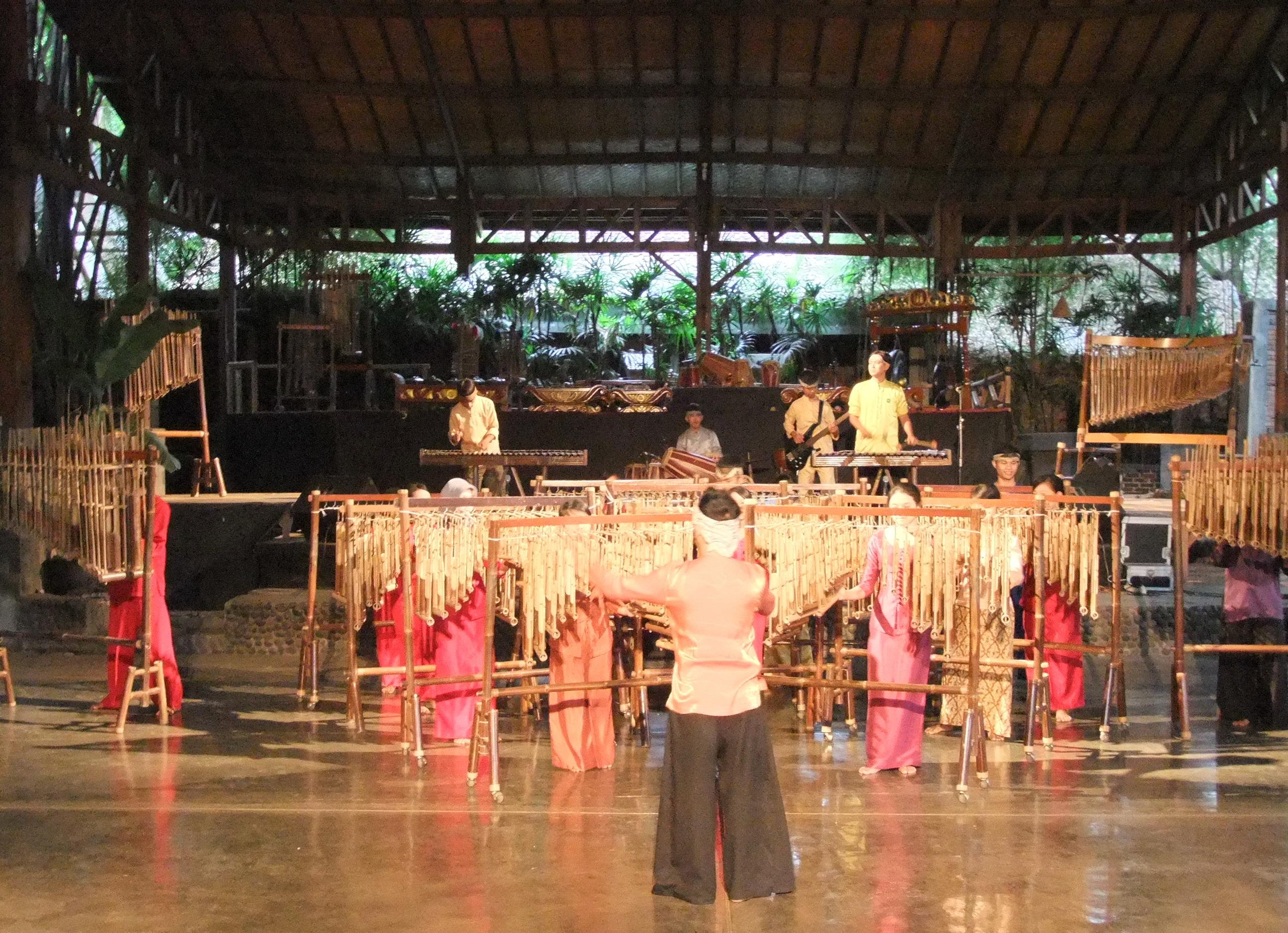 Orkestra Angklung Indonesia Pukau Muscat Festival