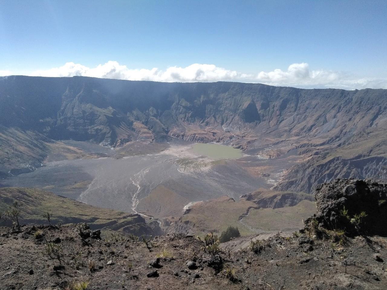 Menapak Puncak Tambora, Menikmati Kaldera