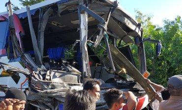 kesaksian-penumpang-bus-anggun-krida-tabrak-truk-di-probolinggo