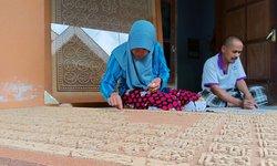 ramadan-pembuat-kaligrafi-dari-serbuk-kayu-ramai-pesanan