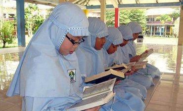 hari-pertama-ramadan-tadarus-massal-digelar-santri-di-medan