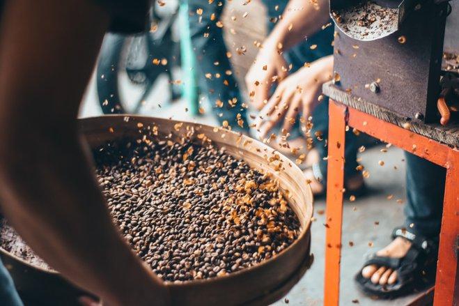 minum-kopi-gelas-terbalik-aceh-diusulkan-jadi-warisan-budaya