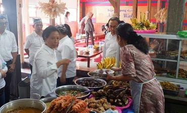 kesan-menteri-rini-pada-kuliner-khas-banyuwangi-sego-tempong
