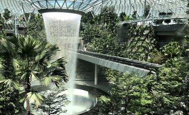 singapura-ciptakan-hutan-dan-air-terjun-indoor-terbesar