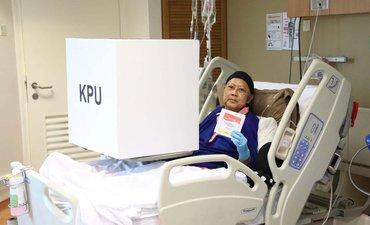 ani-yudhoyono-gunakan-hak-suaranya-di-rumah-sakit