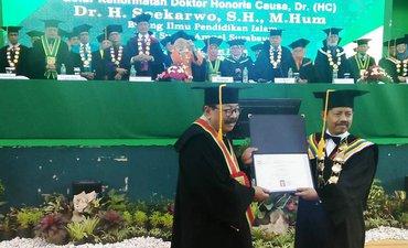 ditolak-mahasiswa-uin-surabaya-tetap-gelari-doktor-untuk-soekarwo