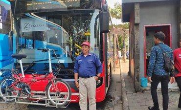 surboyo-bus-kini-dilengkapi-rak-parkir-sepeda