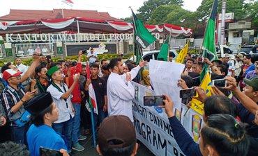 didemo-mahasiswa-wali-kota-probolinggo-protes-materi-poster