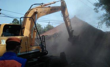 warga-wonokromo-menggerutu-rumahnya-dirobohkan-dampak-penertiban-lahan