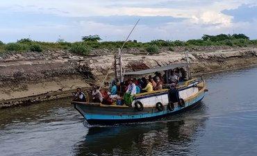 toron-petolekoran-tradisi-ramai-ramai-menyeberang-ke-pulau-jawa