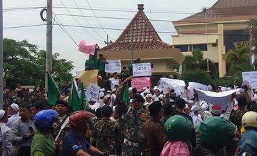 Ansor, Banser, dan Santri Probolinggo Aksi Kecam Fadli Zon