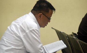 wisnu-wardhana-mengaji-sebelum-disidang-kasus-korupsi