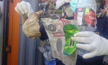 sampah-b3-asal-australia-di-surabaya-disorot-media-asing