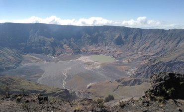 menapak-puncak-tambora-menikmati-kaldera