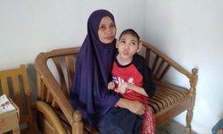perjuangan-ibu-untuk-anaknya-penderita-kelumpuhan-otak-di-gresik
