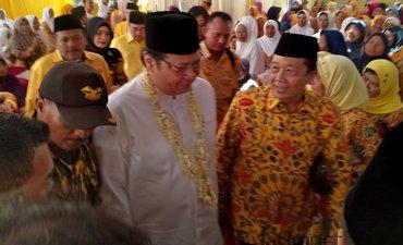 airlangga-rayu-muslimat-problinggo-kawal-jokowi-maruf-amin