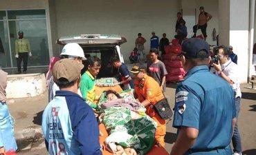 tim-kn-sar-evakuasi-penumpang-kapal-di-tanjung-perak
