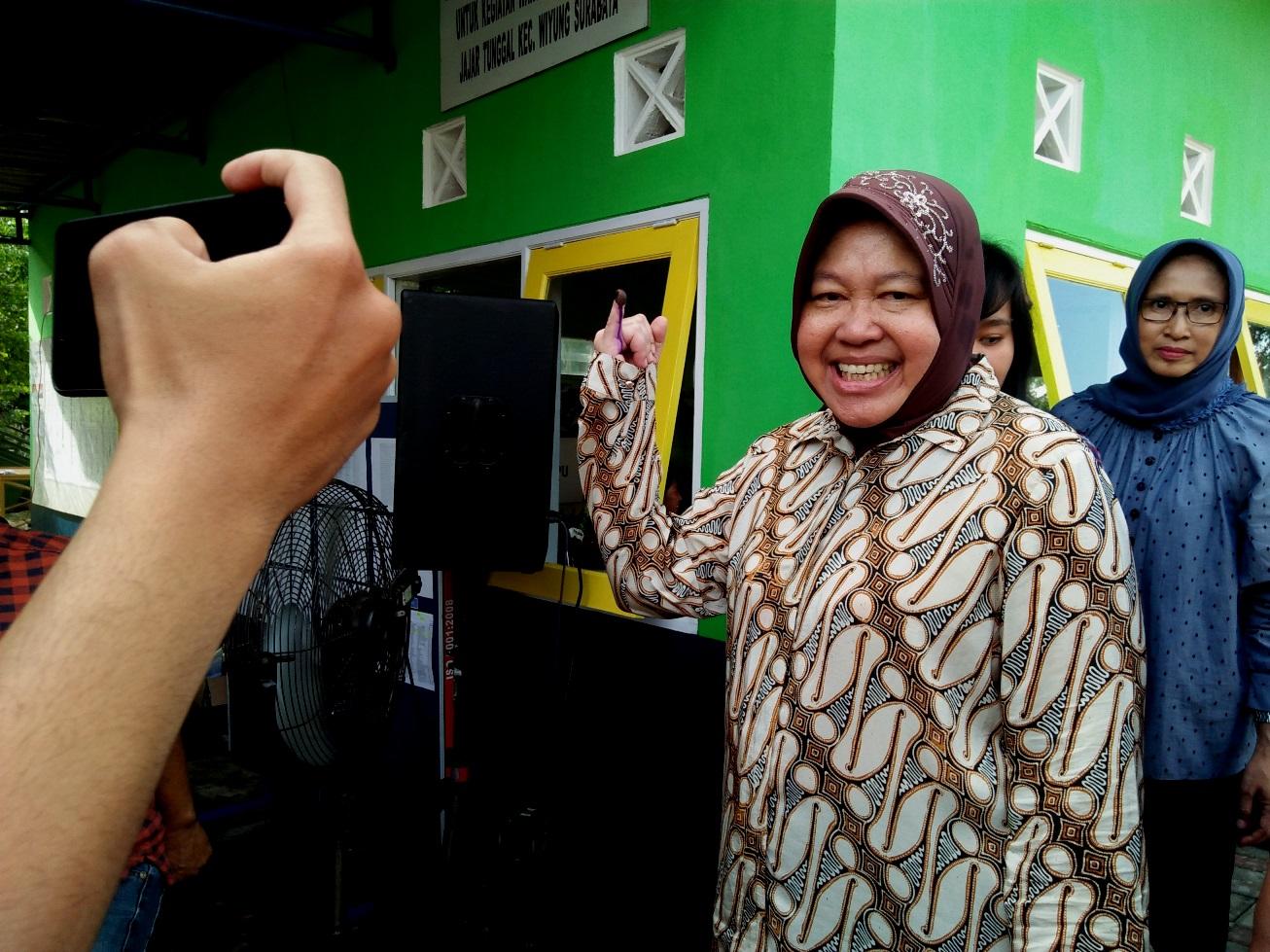 Jokowi Unggul Suara di TPS Risma Mencoblos
