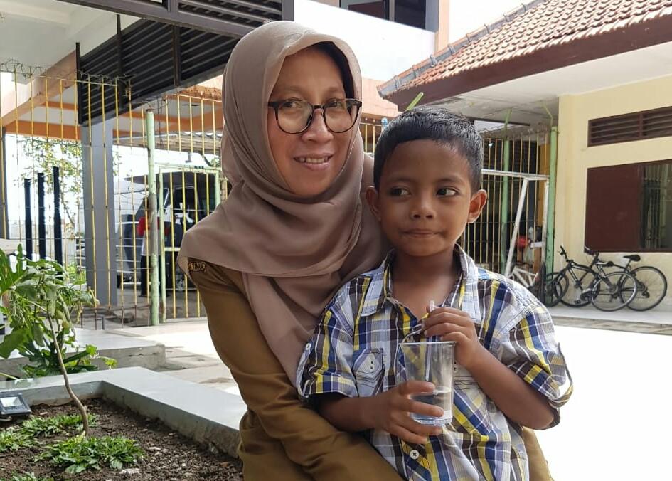 Fikri, Anak Jalanan yang Diasuh Risma Bisa Bersekolah Lagi