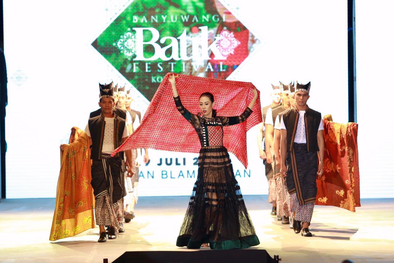 Festival Batik Banyuwangi Kolaborasikan Perajin Lokal dan Italia