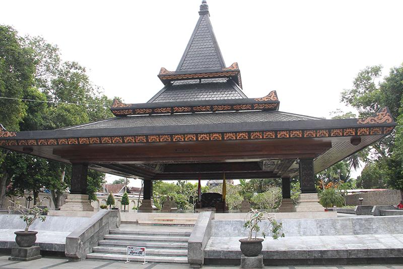 Melongok Makam Bung Karno, Destinasi Wisata Sejarah di Blitar