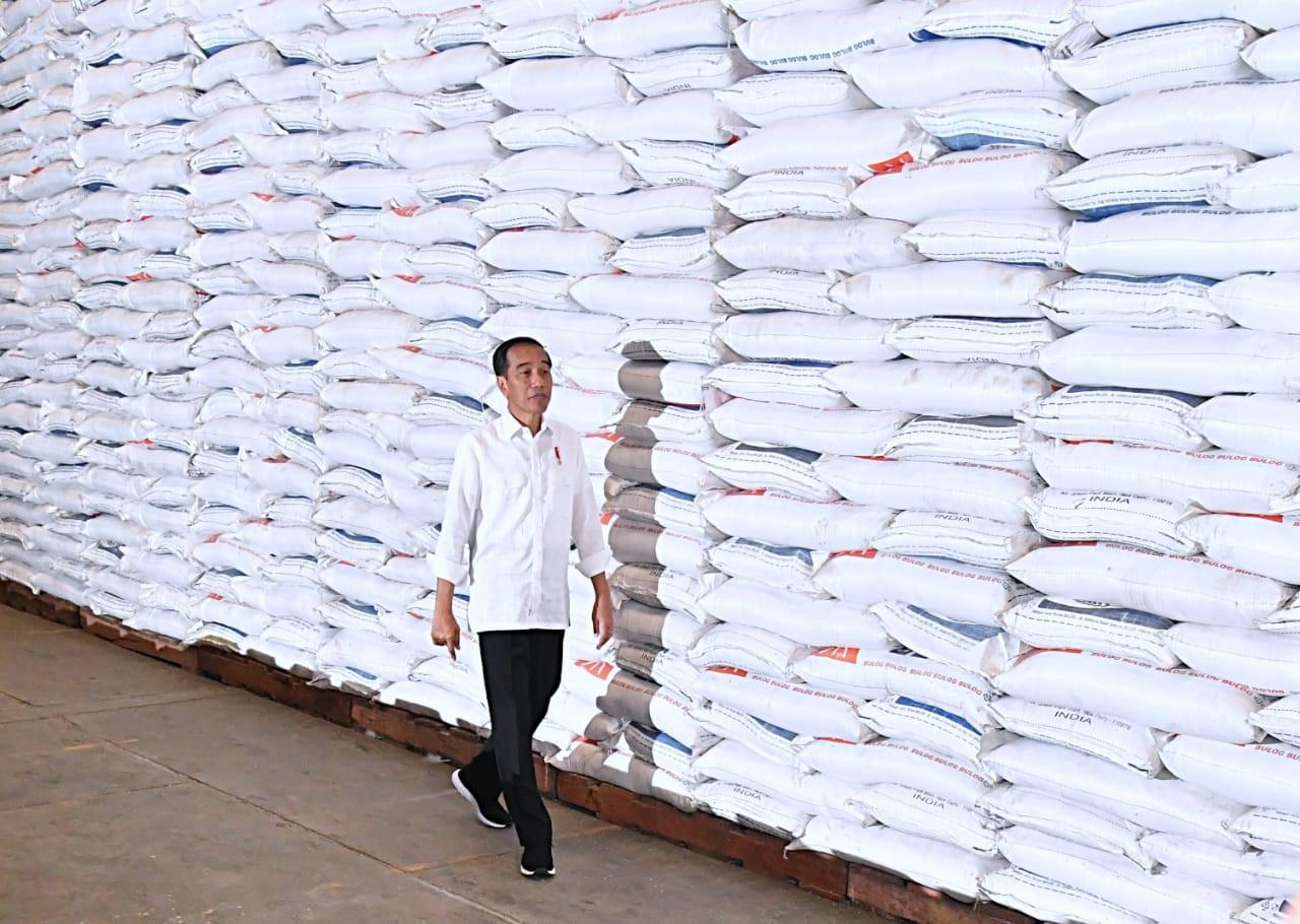 Jokowi Pastikan Stok Beras Terjaga