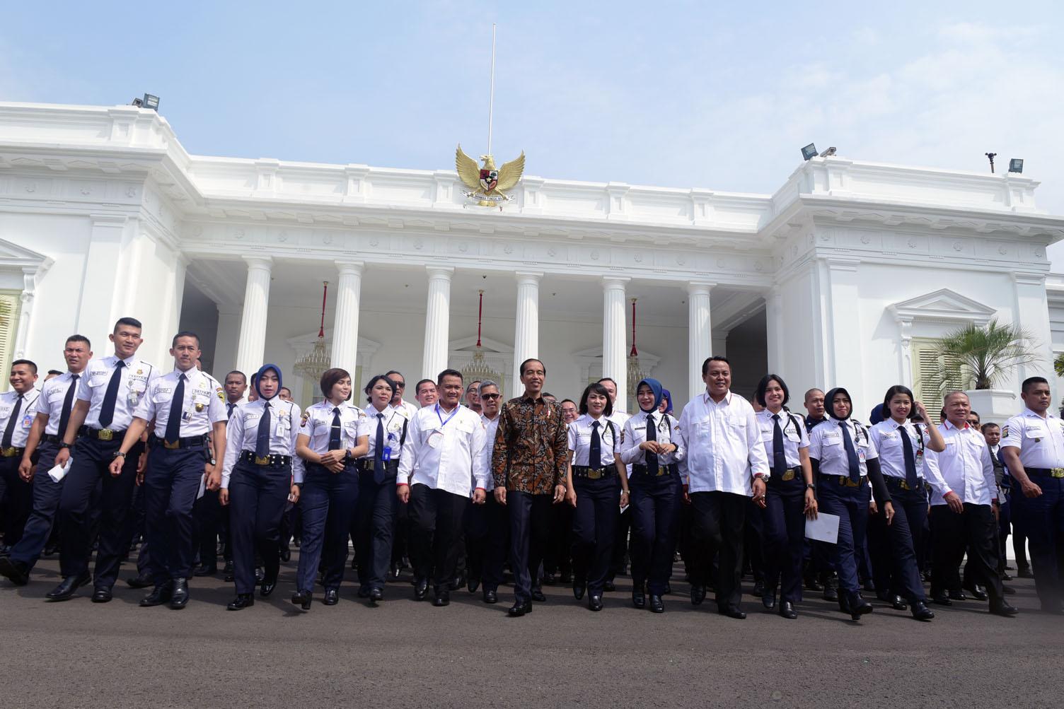 Sertifikasi Satpam Rp 10 Juta, Jokowi Nilai Itu Mahal