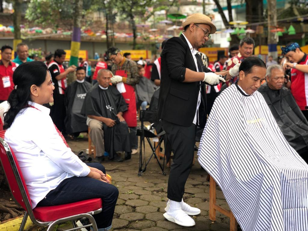 Ini Pengarah Gaya Jokowi saat Cukur Rambut
