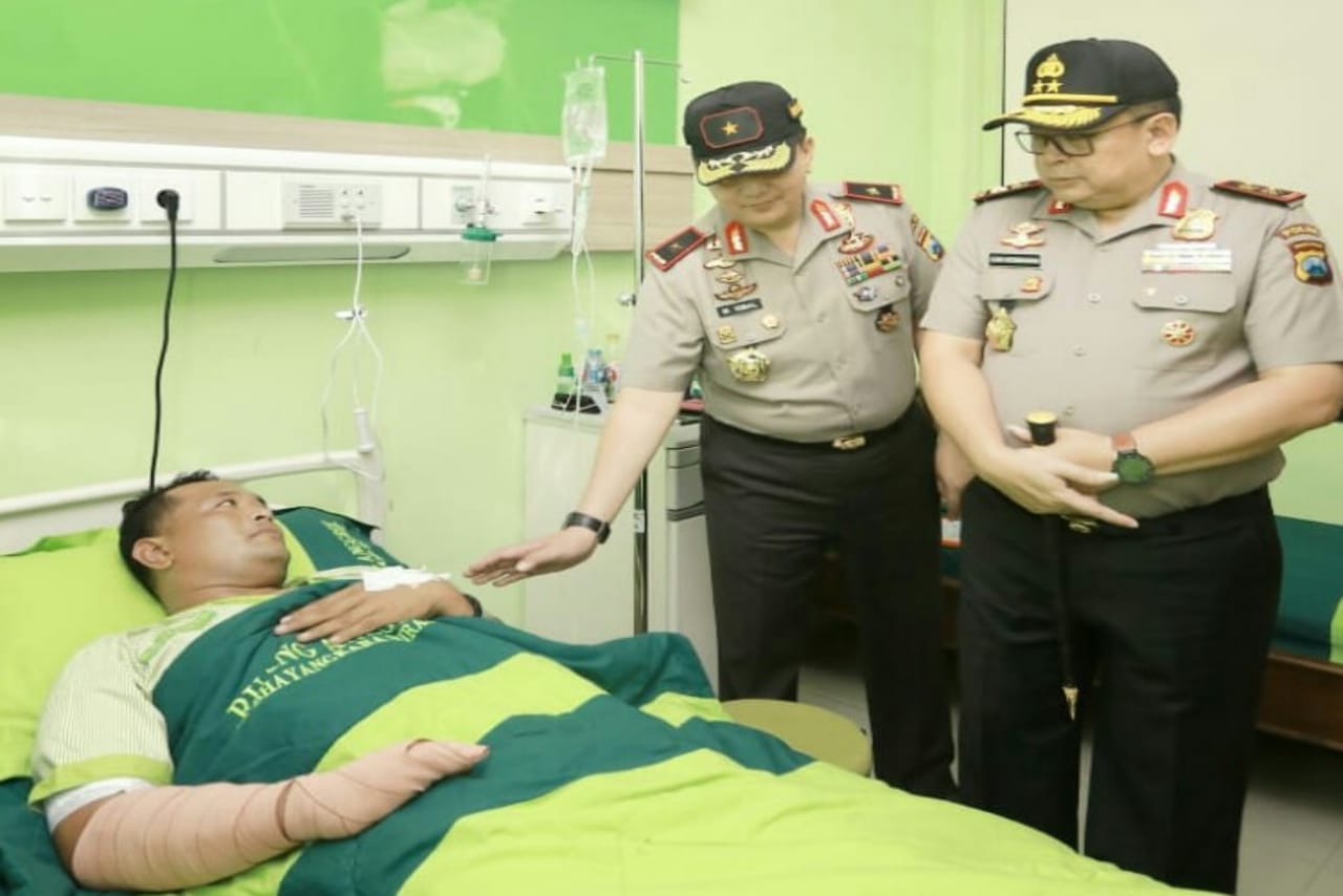 Baru Jabat, Kapolda Jenguk Anggota yang Jadi Korban Kecelakaan