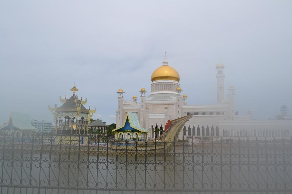 Brunei Terapkan UU Syariah Islam secara Ketat