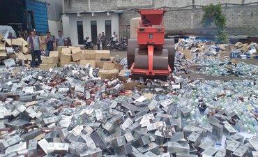 puluhan-ribu-botol-miras-dimusnahkan-hindari-penyalahgunaan-barang-bukti