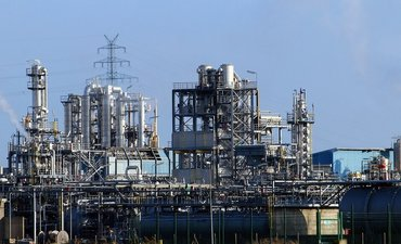 industri-petrokimia-skala-besar-investasi-di-gresik