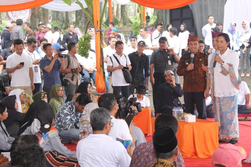 Menteri BUMN Berikan SK Penggunaan Ratusan Hektare Hutan Lumajang