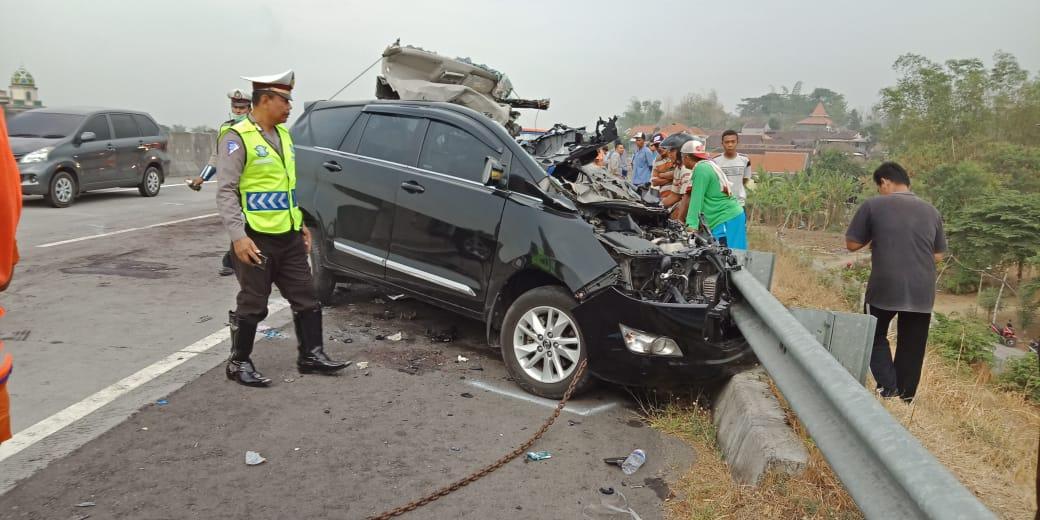 Kecelakaan di Tol Gresik, Lima Tewas