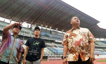 p-em-bench-em-pemain-di-stadion-gbt-sudah-terpasang-p