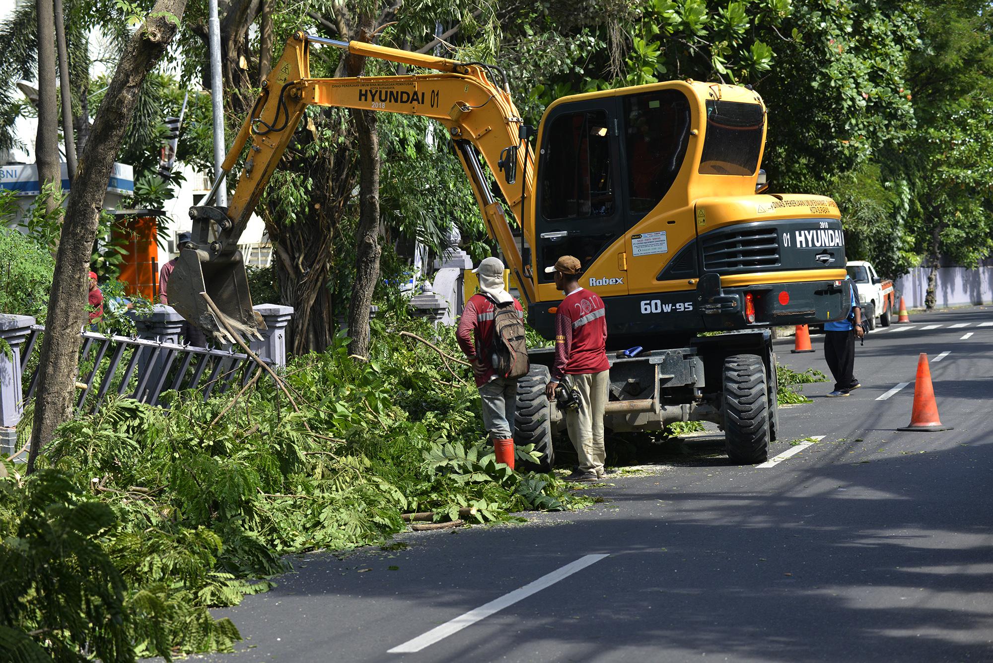 Pemkot Surabaya Perlebar Jalan Simpang Dukuh