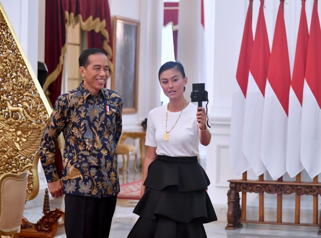Agnez Mo Ngevlog Bareng Jokowi di Istana Merdeka