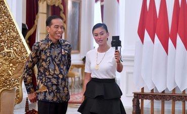 agnez-mo-ngevlog-bareng-jokowi-di-istana-merdeka