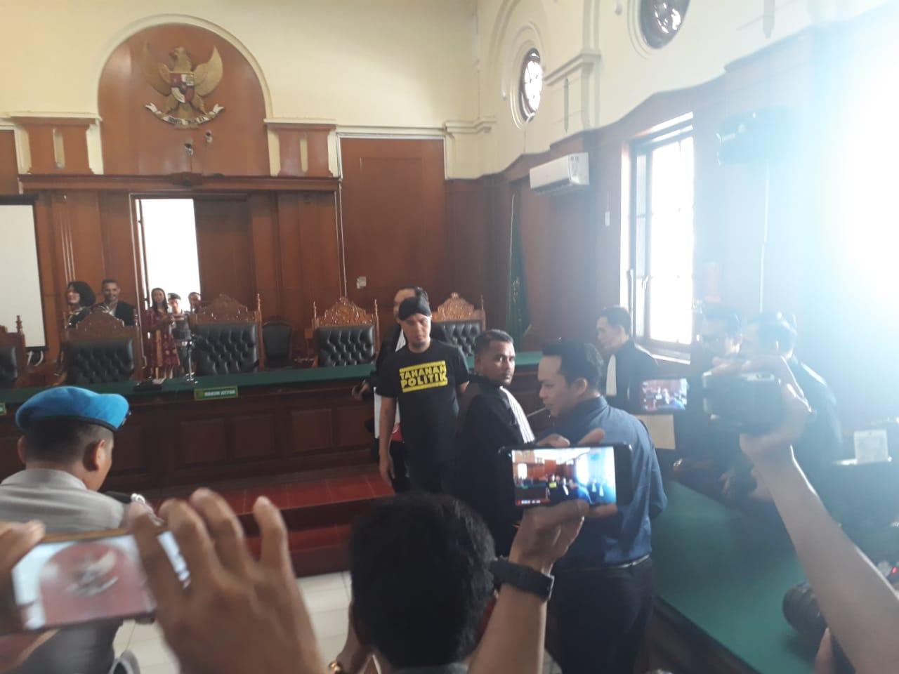 Sidang Perdana, Hakim Penjarakan Ahmad Dhani di Medaeng
