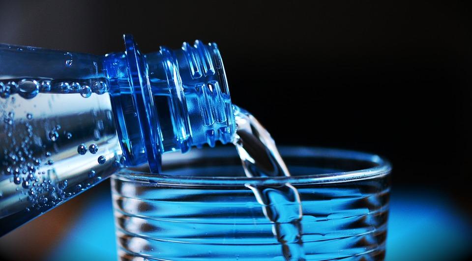 Ini Manfaat Minum Segelas Air Putih di Pagi Hari