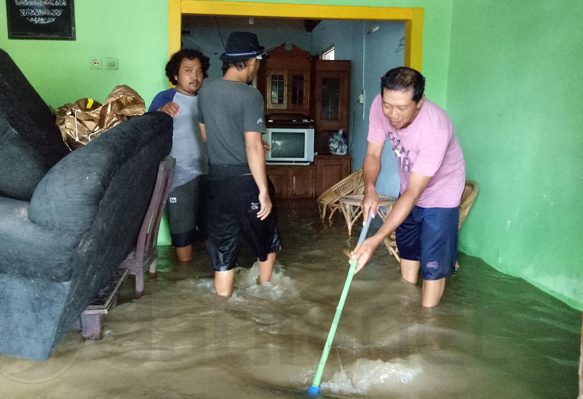 Banjir di Blitar Disebabkan Tumpukan Material Normalisasi Sungai
