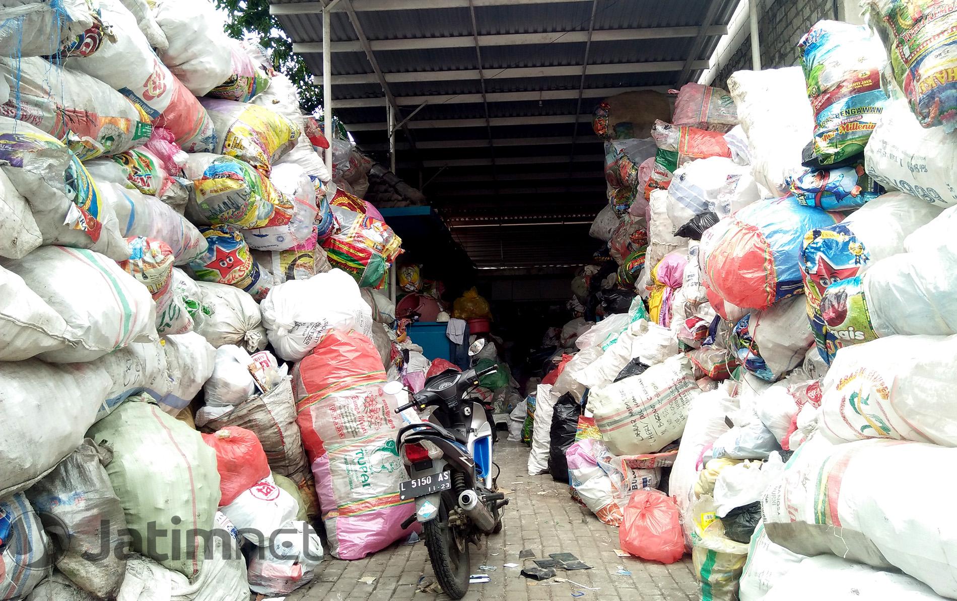 BSIS Ajak Warga Surabaya Lebih Peduli Sampah