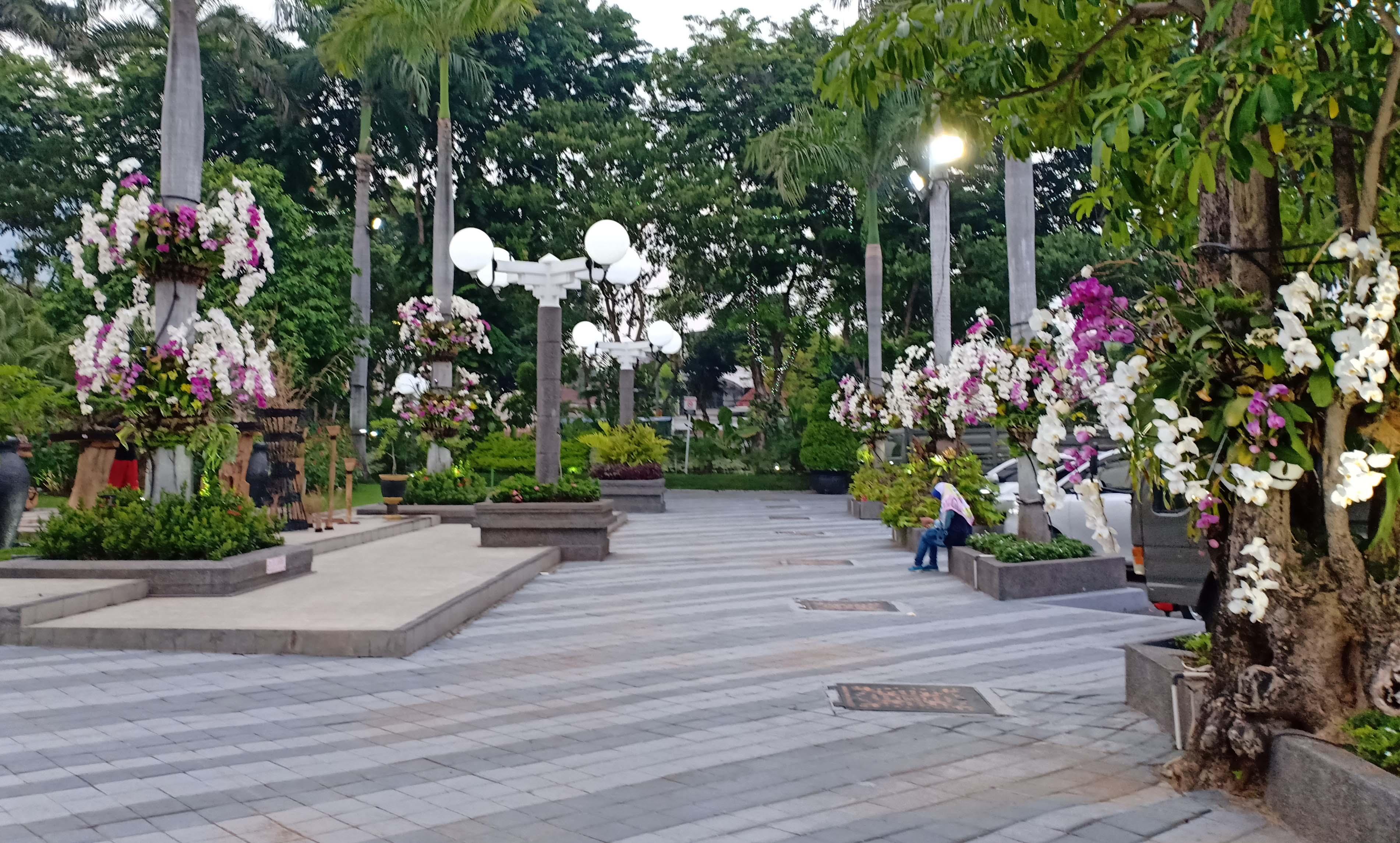 Bunga Bermekaran, Bikin Romantis Kota Surabaya