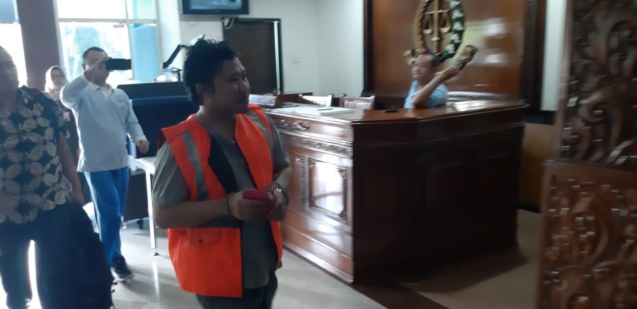 Korupsi, Kasi Perum Bulog Surabaya Ditangkap