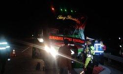 bus-restu-terlibat-kecelakaan-di-tol-ngawi-kertosono-seorang-tewas